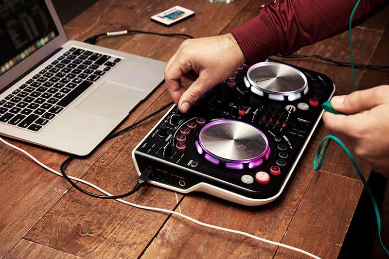 Best DJ Controller For Beginners - Home DJ Studio