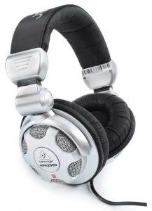 Three quarter view of the Behringer HPX2000 headphones