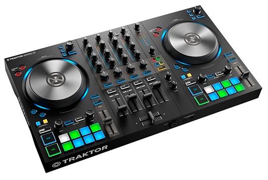 Vue de trois quarts du contrôleur DJ Traktor Kontrol S3